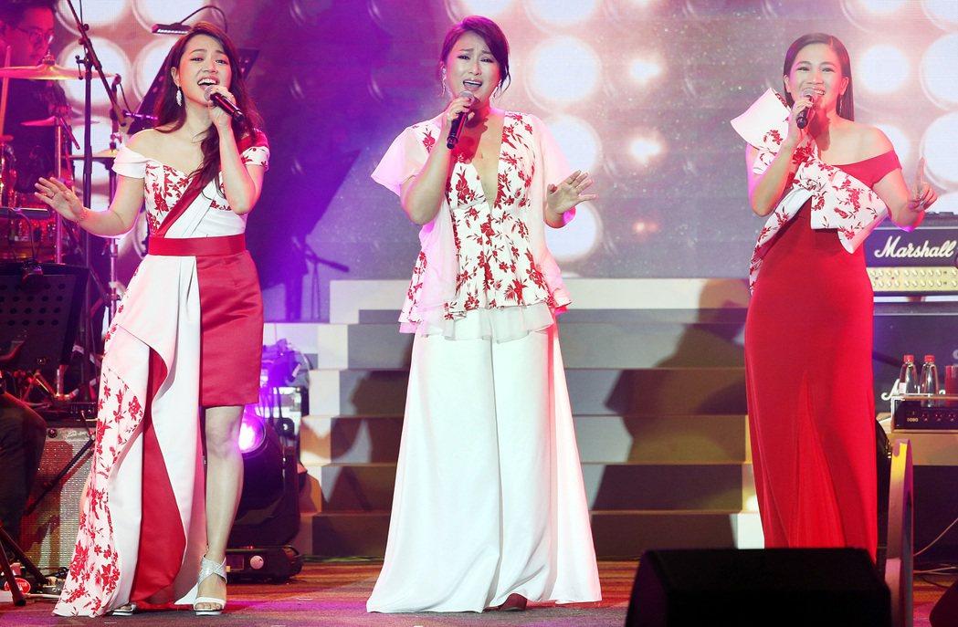 秀蘭瑪雅(左起)、王瑞霞及黃妃的姬情台三線台北演唱會今晚開唱。記者侯永全/攝影