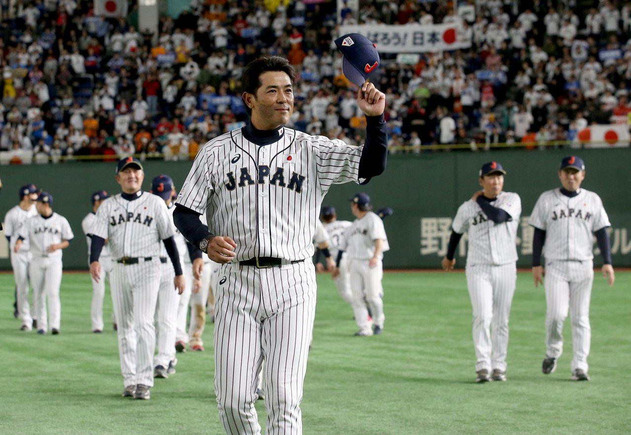 日本隊以7比0擊敗南韓隊,奪得第一屆亞冠賽的冠軍,這也是稻葉篤紀(前)接任國家隊...