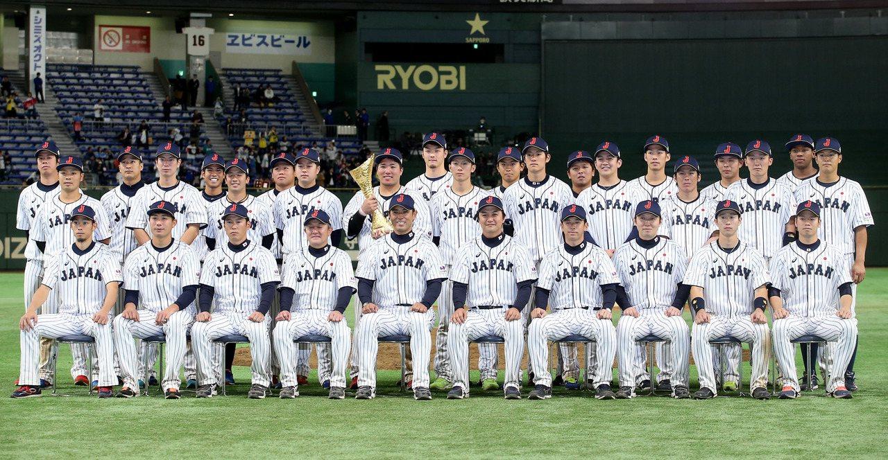 日本隊以7比0擊敗南韓隊,奪得第一屆亞冠賽的冠軍,賽後全隊一同合影。記者余承翰/...