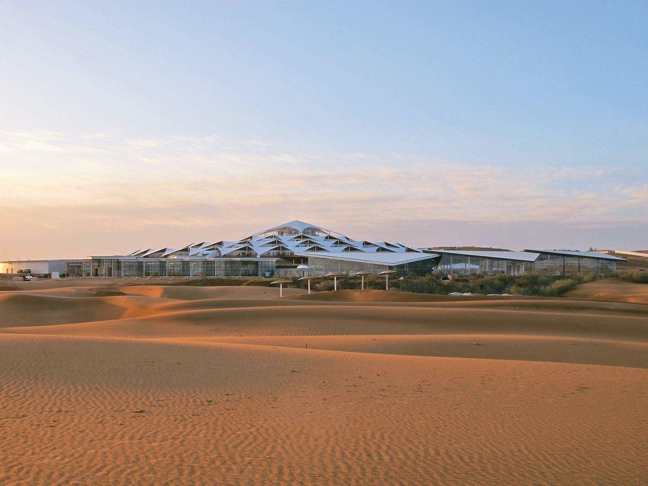 蓮花酒店每一間房間都是擁有無敵的「沙景房」。 記者章淑曼/攝影