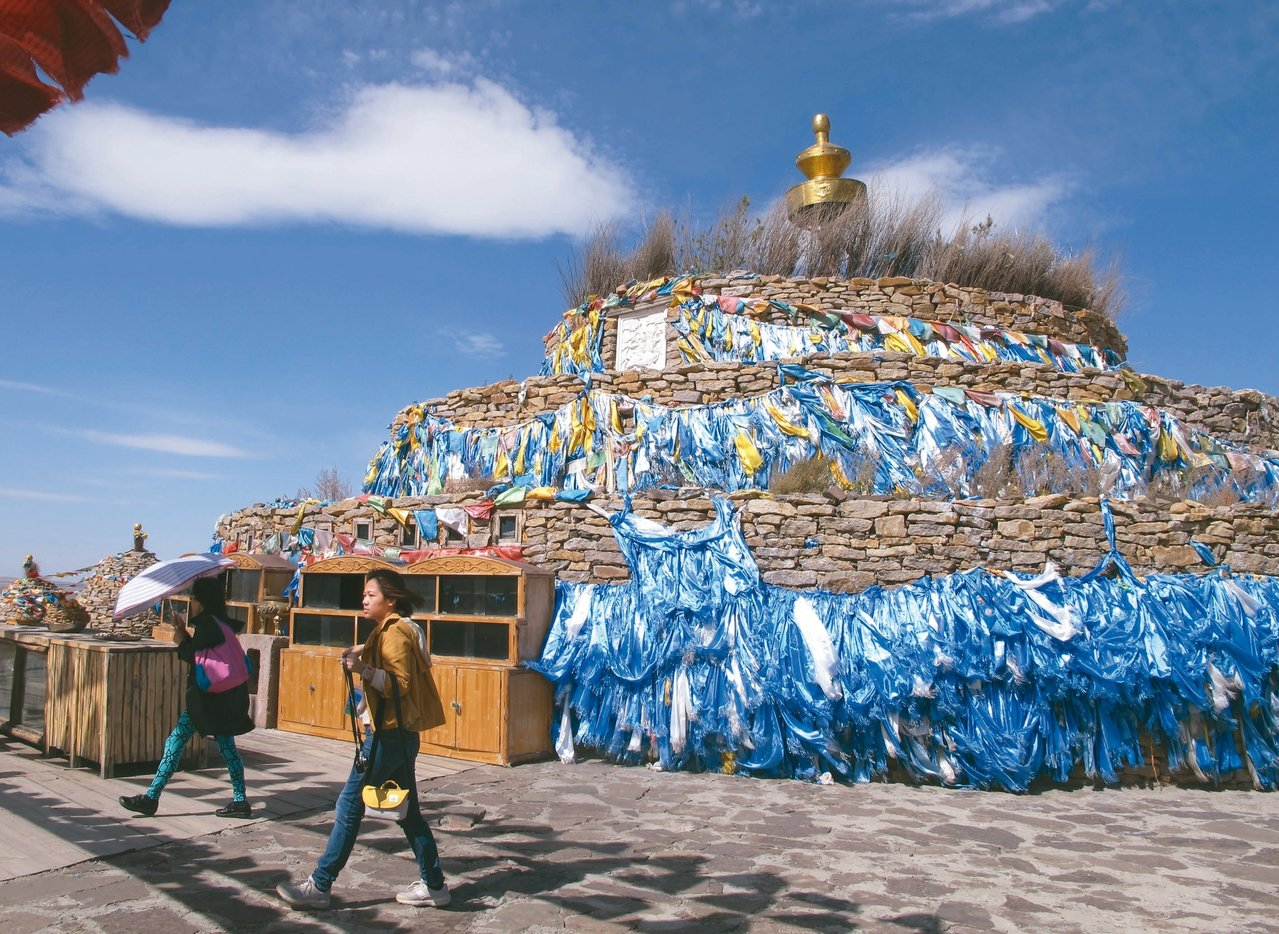 紅格爾敖包是內蒙古希拉穆仁鎮的一個重要景點。 記者章淑曼/攝影