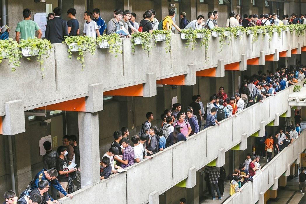 大學考招將有新制,後年起部分校系不必考學測,就可申請入學。 本報資料照片