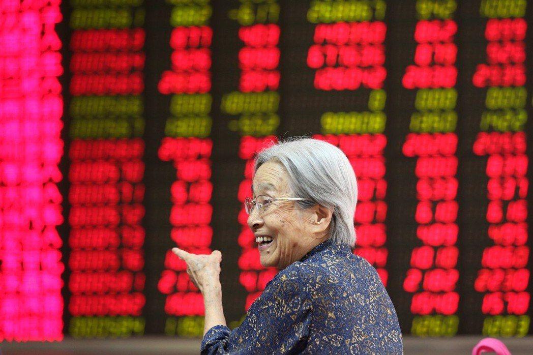 投資專家預測明年台股指數高點在11,000點左右,如遇到較大利空,指數仍可能跌破...