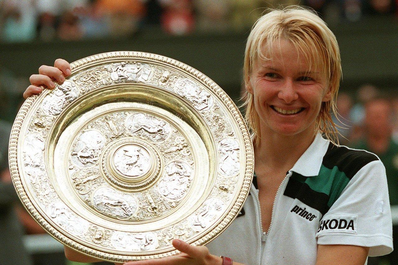 前溫布頓冠軍諾弗娜(Jana Novotna)已因癌症逝世,享年49歲。 美聯社