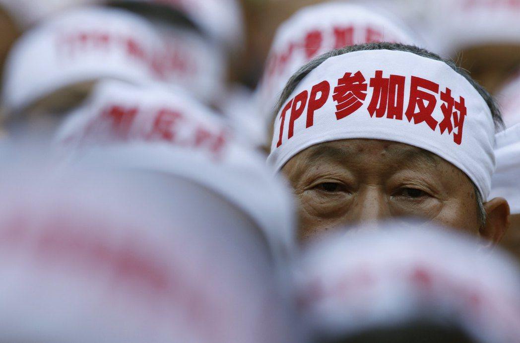 雖然日本政府自己打開了貿易之門,但TPP的推動不論在日本還是世界各地接受到在地社...