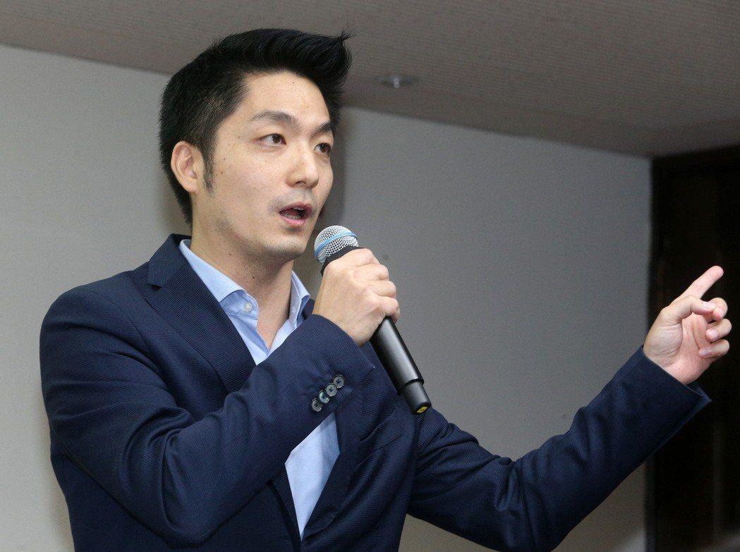 國民黨立委蔣萬安被比喻為iPhone。 本報資料照片