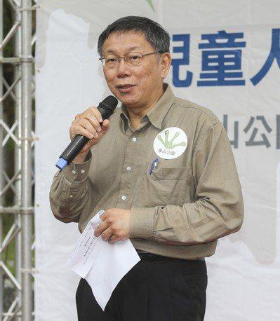 台北市長柯文哲愛用hTC。 本報資料照片