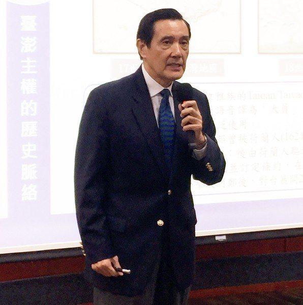 前總統馬英九19日於東吳大學演講「台灣地位未定論的前世今生」,其中穿插一些小故事...