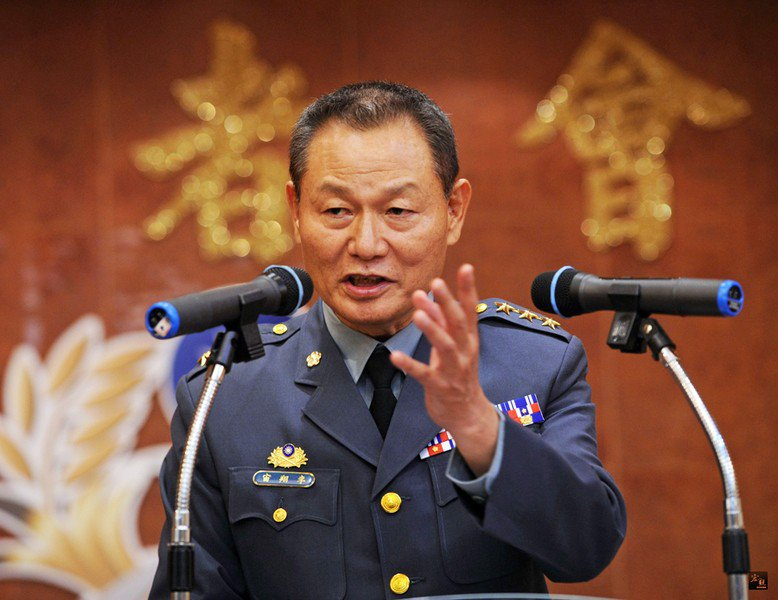 國防部日前公告軍人年改樓地板為32160元,退輔會主委李翔宙則表達,會繼續向上層...