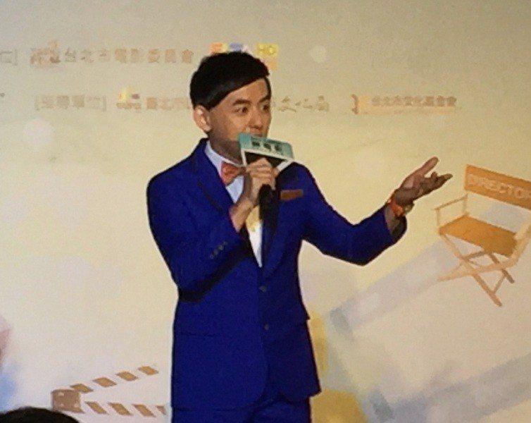 主持人黃子佼20日在頒獎典禮搞笑二次進場,博得現場滿堂彩。(photo by林晏