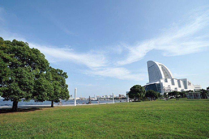 臨港公園為港未來21地區面積最大的綠地,濱海的景致更是動人。
