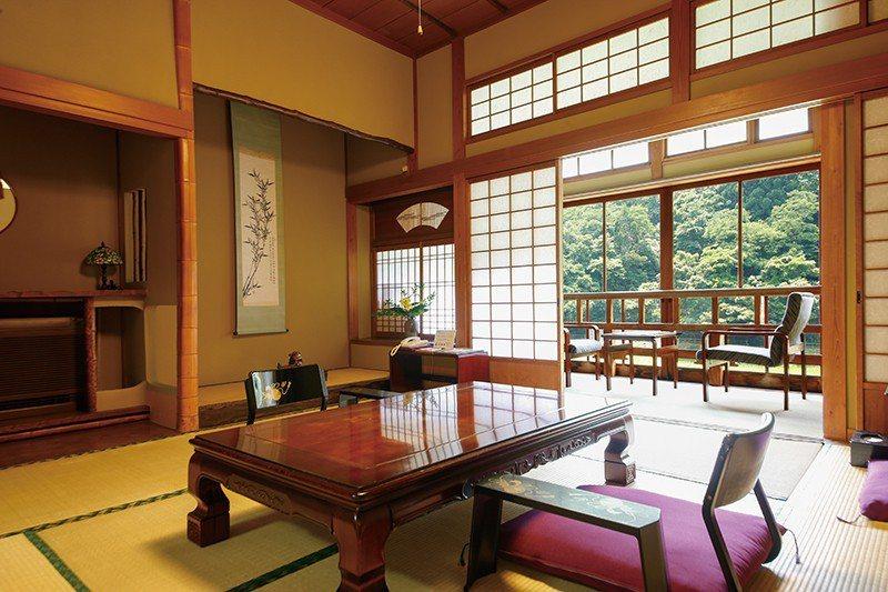 由技藝精湛的工匠們分別打造、相互競比之下完成的客房,每一間都各有特色。