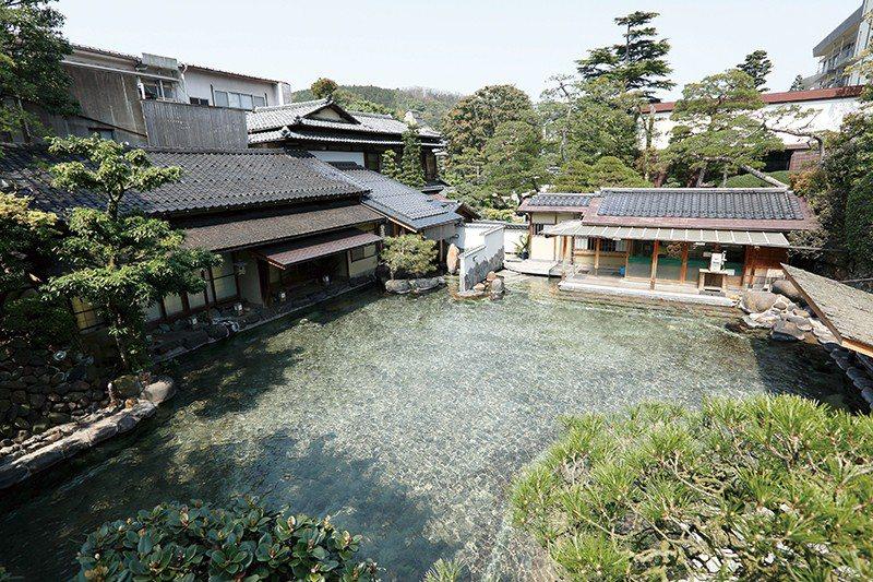 長樂園最引以為傲的大庭園露天浴池,如今在日本也是難得一見的混浴溫泉。
