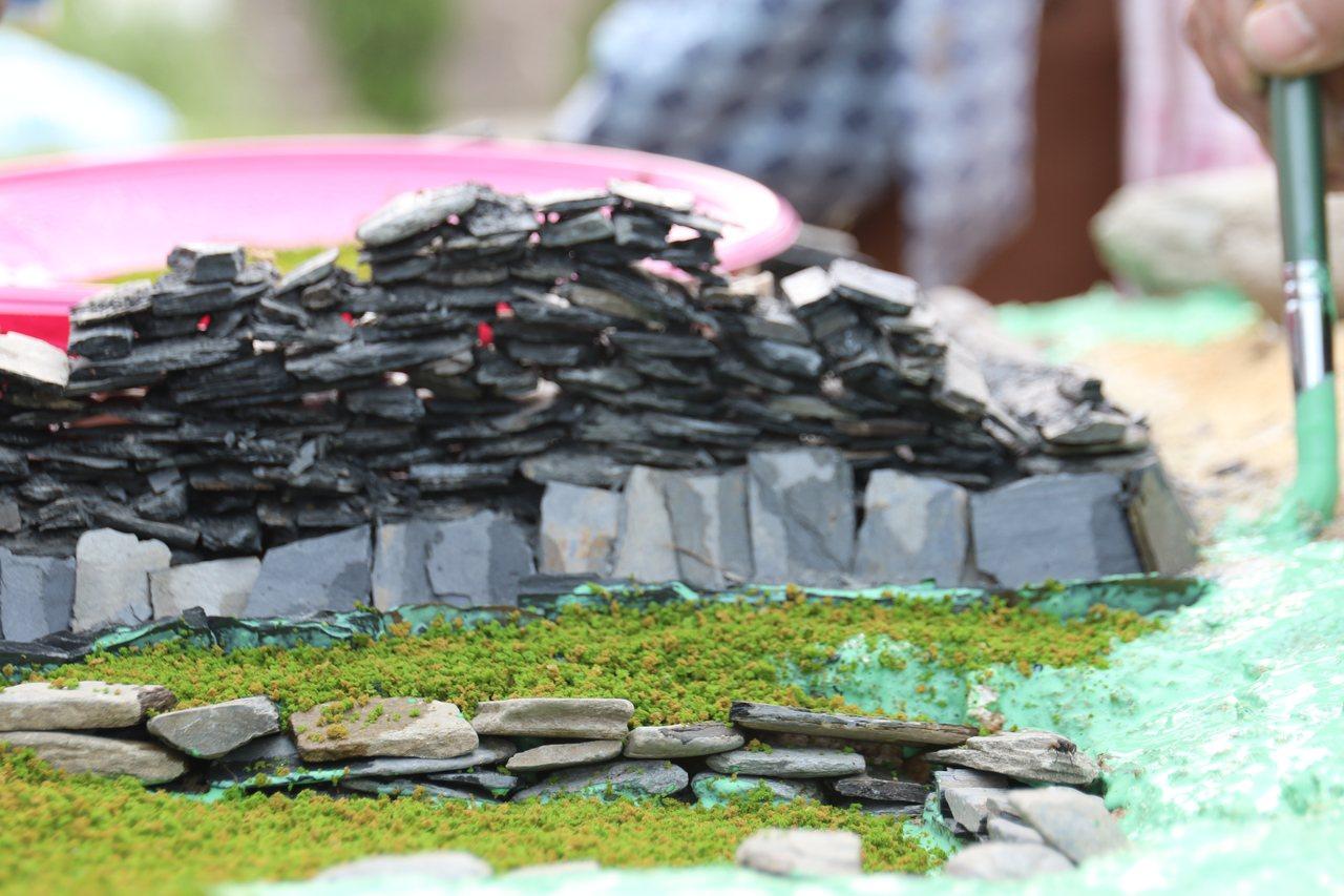布農族傳統家屋由石板一片一片堆砌而成。圖/卓溪鄉公所提供