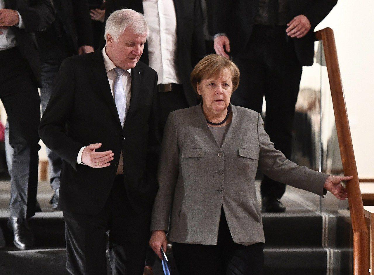 德國總理梅克爾(右)籌組聯合政府的談判破局。歐新社