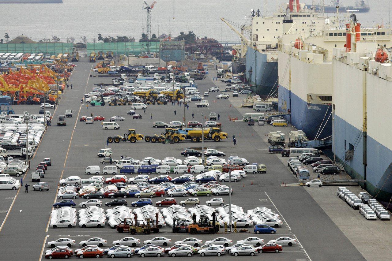 日本10月出口較去年同期增加14.0%,主因外部需求暢旺及日圓貶值。(美聯社)