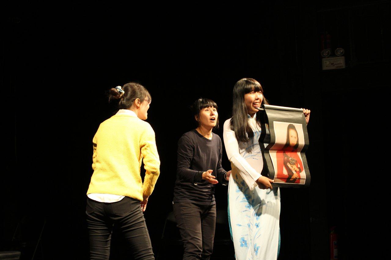 全臺唯一新住民劇團「南洋姊妹劇團」所演出的《看見我們》,串起六個真實故事,敘述新...