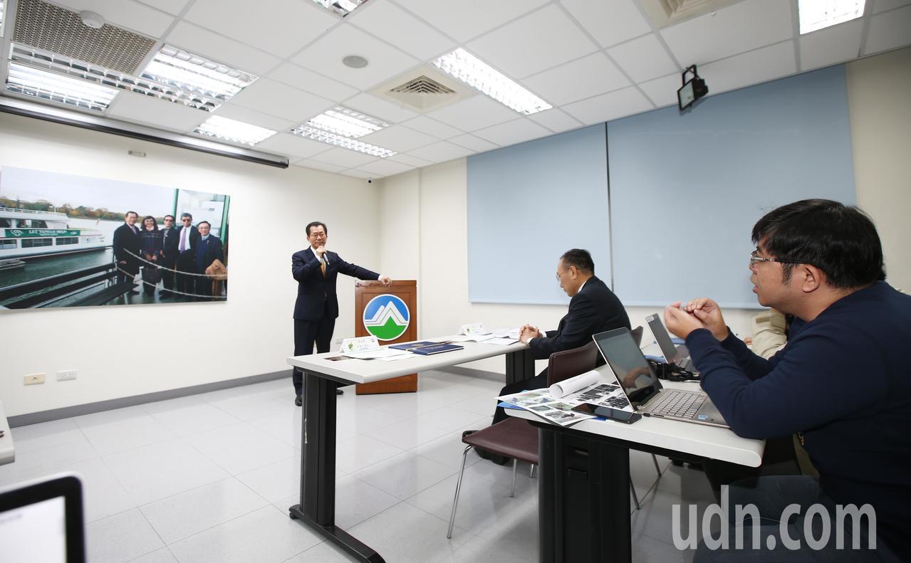 """環保署長李應元(左)上午出席「協力對抗氣候變遷 臺灣不缺席""""Let TAIWAN..."""