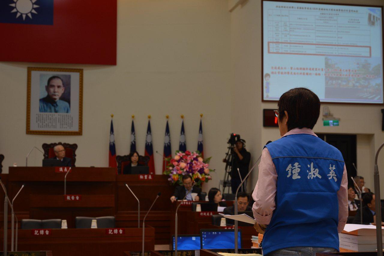 新竹市議員鍾淑英今天質詢東區車禍肇事率佔新竹市的58.9%。記者林家琛/攝影
