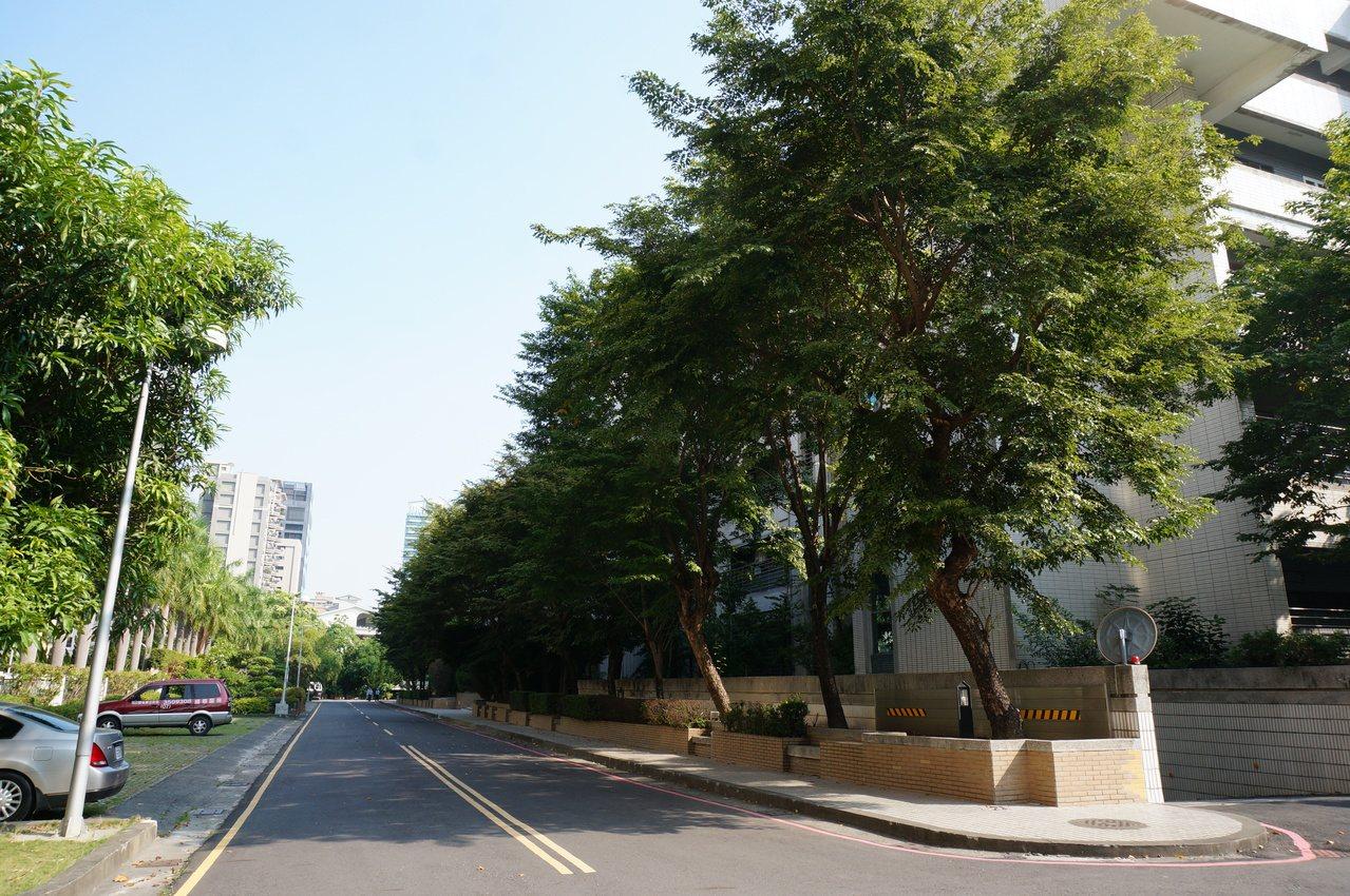 高雄高分院外圍道路。