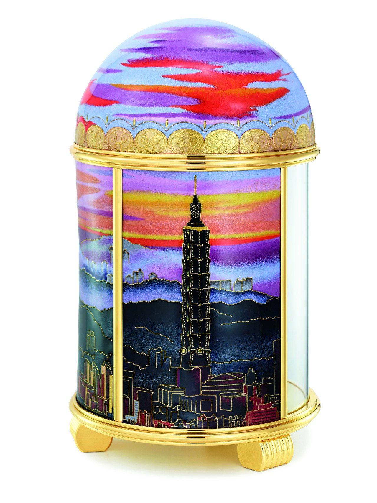 在「雲輝霞映‧台北」圓頂座鐘的構圖裡,台北地標的101大樓也在其中。圖/Pate...
