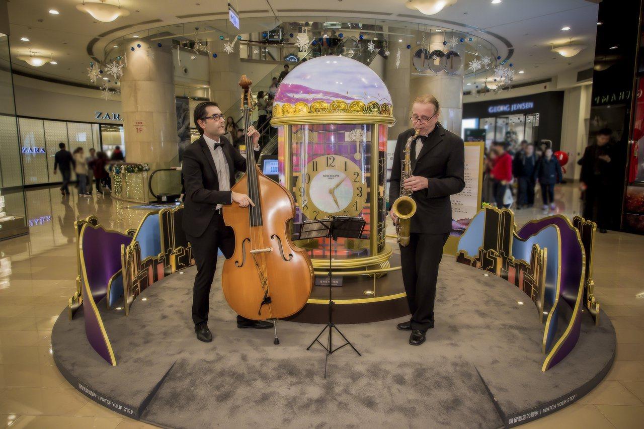 即日起至12月10日止每逢周末假期下午5點至6點,百達翡麗座鐘裝置藝術展現場將有...