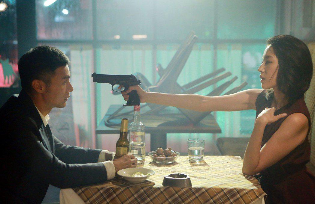 李榮浩在新歌MV中飾演特勤。圖/華納音樂提供(  ※ 提醒您:禁止酒駕 飲酒過量...