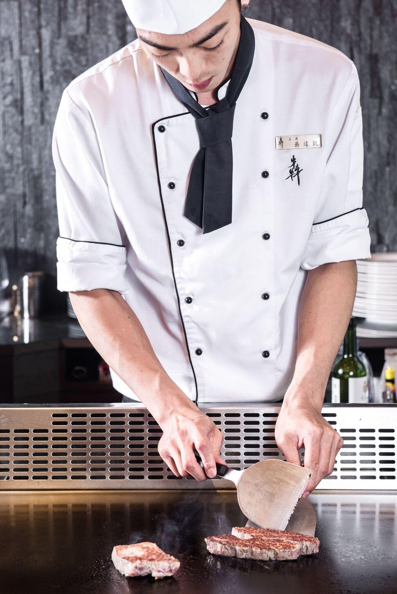 犇鐵板燒推出一次可品嘗7種牛肉豪華口感套餐。圖/犇提供