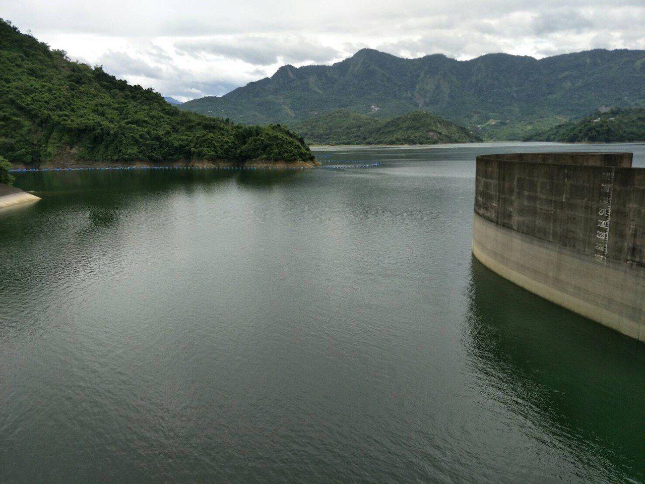 曾文水庫的蓄水量下降至54%,市府呼籲各界節水。 記者吳政修/攝影