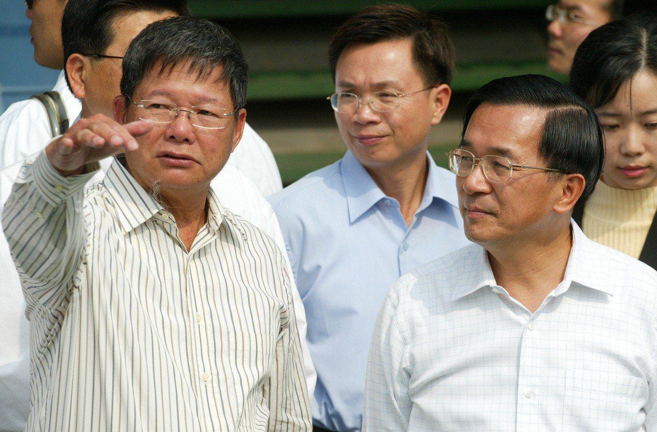 慶富的發跡史,不管藍綠都逃不了干係。圖為2006年3月前總統陳水扁(右)前往慶富...
