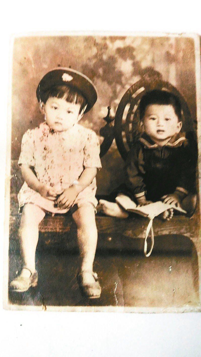 季季1947年9月12日與周歲大弟合影;七天後大弟病逝。 季季/圖提供