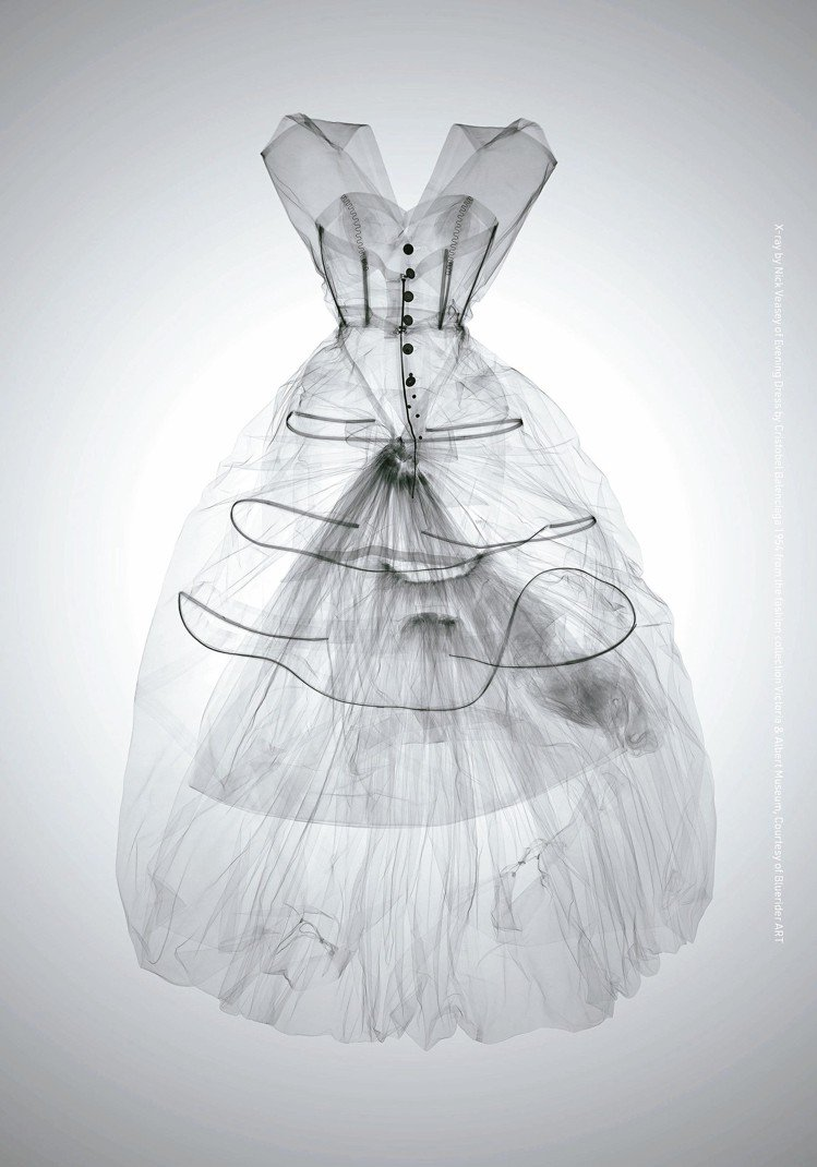 X光藝術呈現Balenciaga高訂服的織品紋理、手工細節等肉眼之後的秘密。圖/...