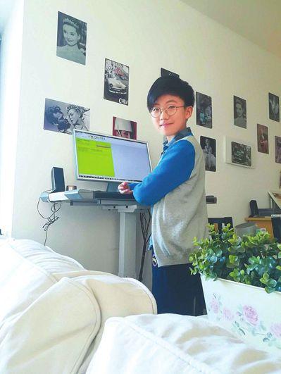 10歲男孩,開鋼琴音樂會、寫萬字英文小說。 圖擷自中國新聞網