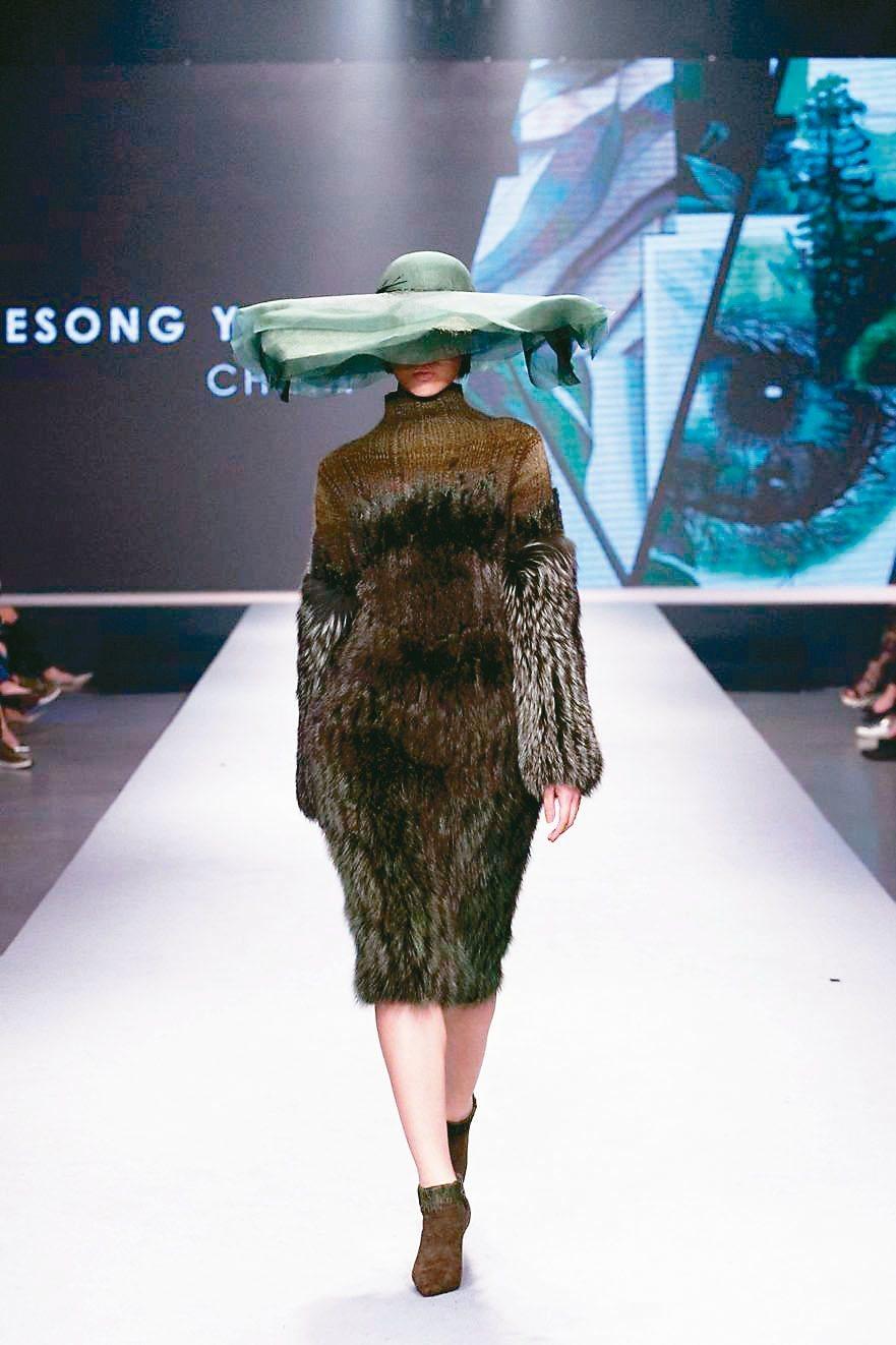 女裝組創意設計獎/胡欣逸/大陸。