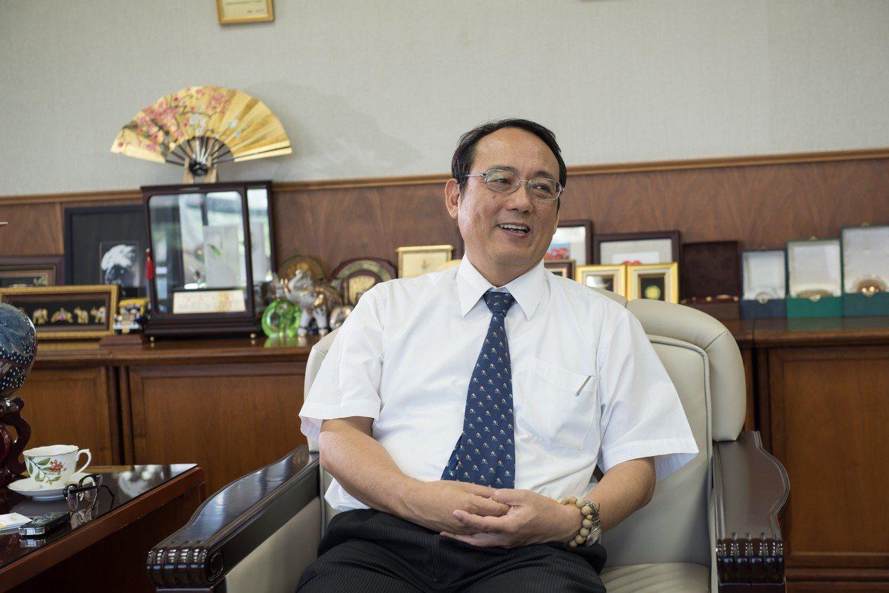 戴昌賢校長雖然是車輛工程系教授,但對於屏科大在農業與生物科技方面的表現,卻是如數...