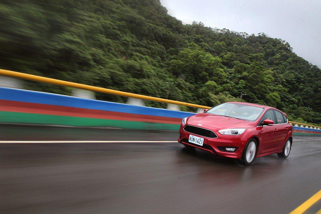 Ford Focus的動態表現凌駕國產同級房車。 記者胡經周/攝影