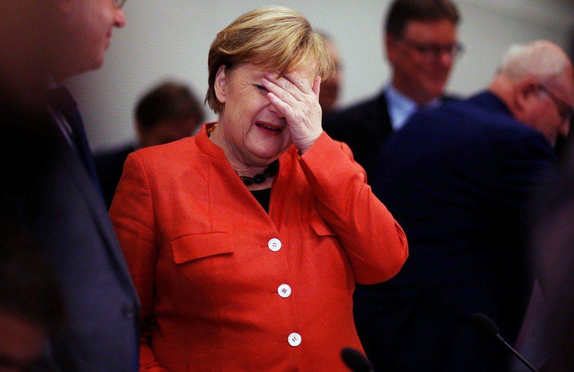 梅克爾間在德國電視台的訪問中,聲稱「比起以少數派聯合執政,重新啟動大選,對我來說...