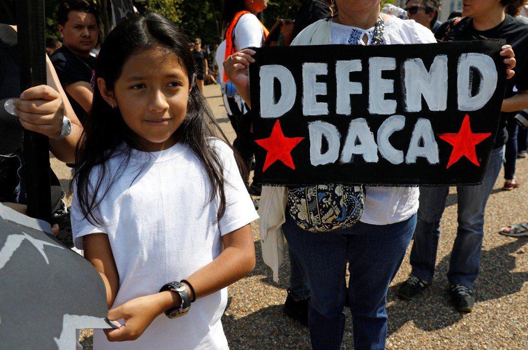川普政府停止接納難民,也終止歐巴馬的「童年入境暫緩遣返」計劃(DACA),剝奪境...