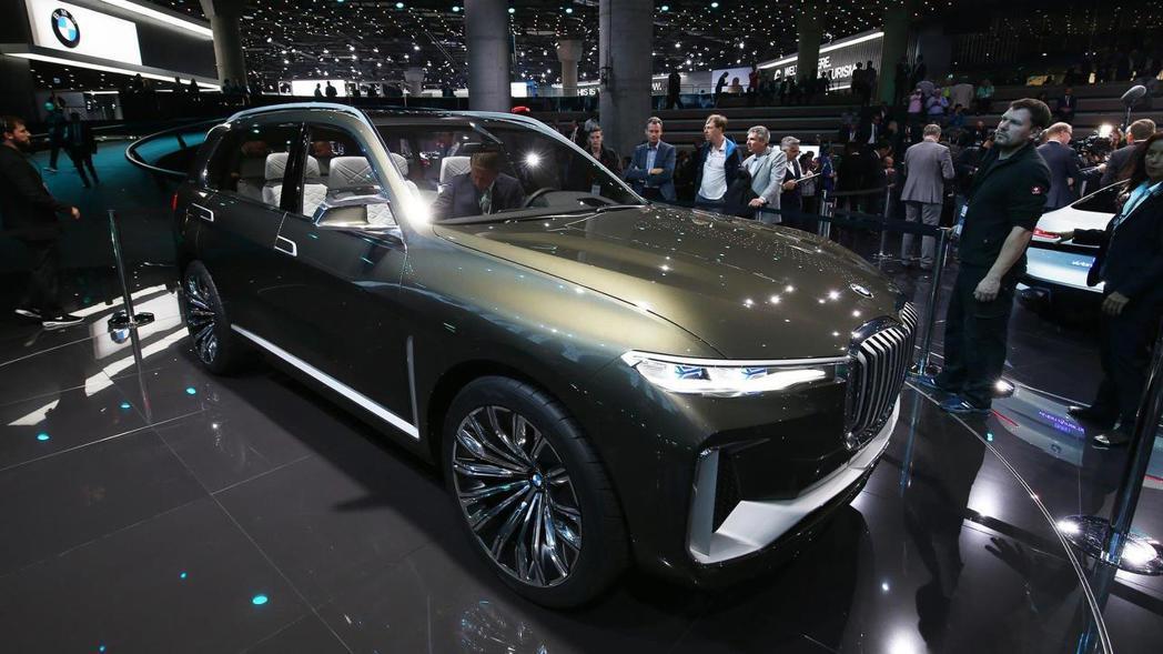 在法蘭克福車展中亮相的BMW X7 Concept。 摘自BMW