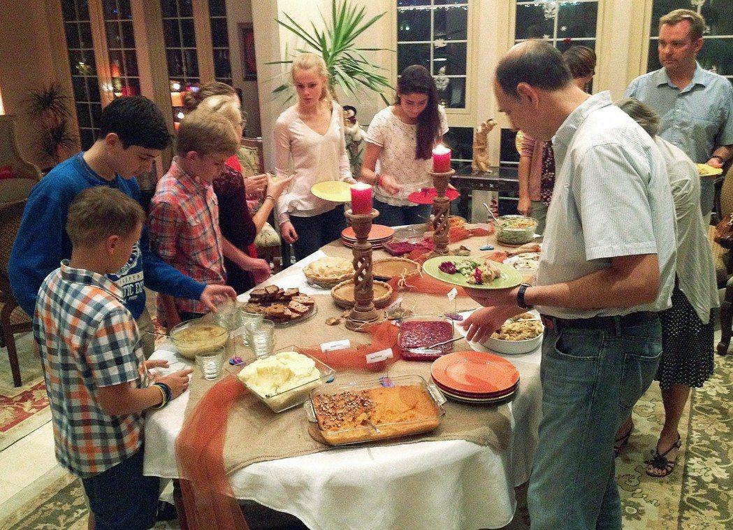 「你過感恩節嗎?感恩節對我來說,就是家人團聚在一起的機會。」 圖/美聯社