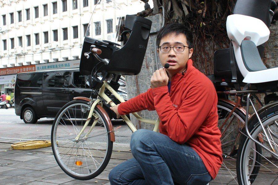 專家林彥丞建議,腳踏車的腳架應夠粗、夠穩,並加裝龍頭固定器避免車頭隨意晃動,導致...