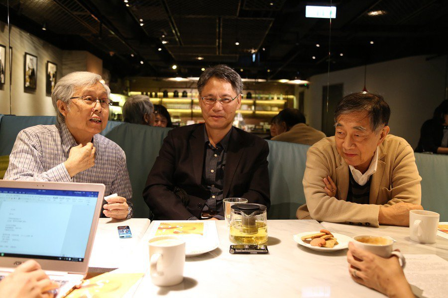 圖說:三位臺灣音樂創作的前輩賴德和(左)、劉玄詠(中)、游昌發(右)對於過往的合...