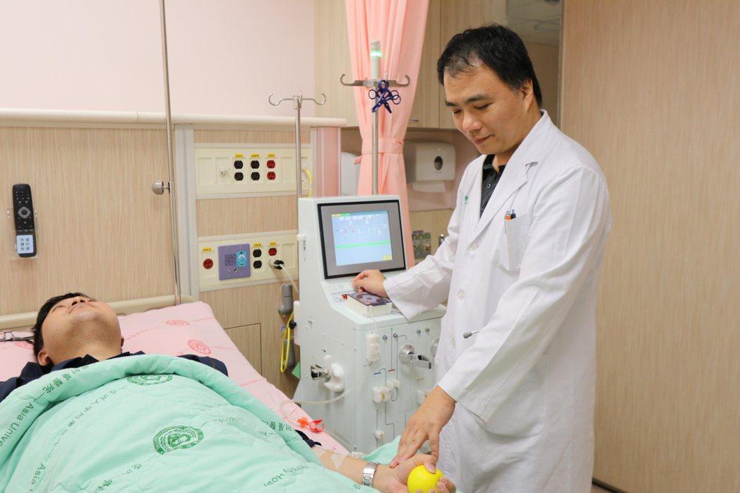 王姓台商聽從友人建議,接受血漿分離術,暫時減少血中發炎物質和改善血管硬化。圖/亞...