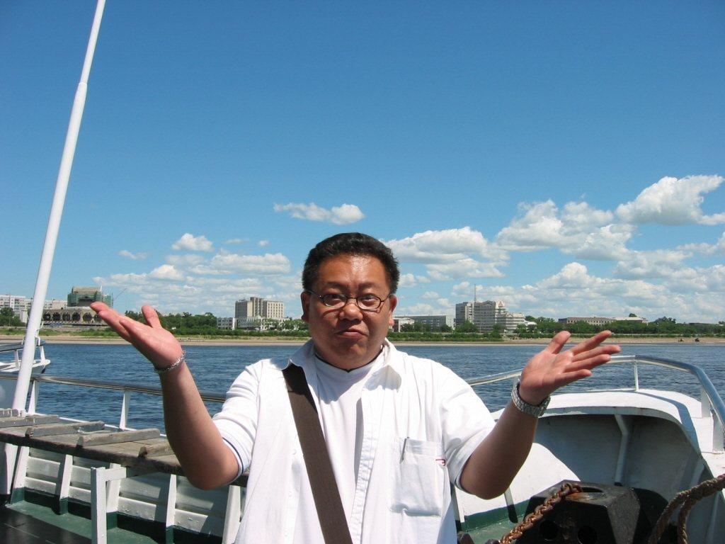 葉民志當年主持八大美食外景節目時曾遠度黑龍江,足踏俄羅斯境內。本報資料照
