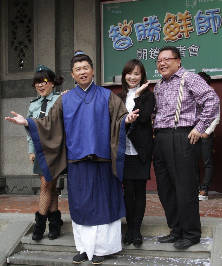 葉民志(右起)和郭昱晴、曾國城、杜詩梅搭檔。本報資料照