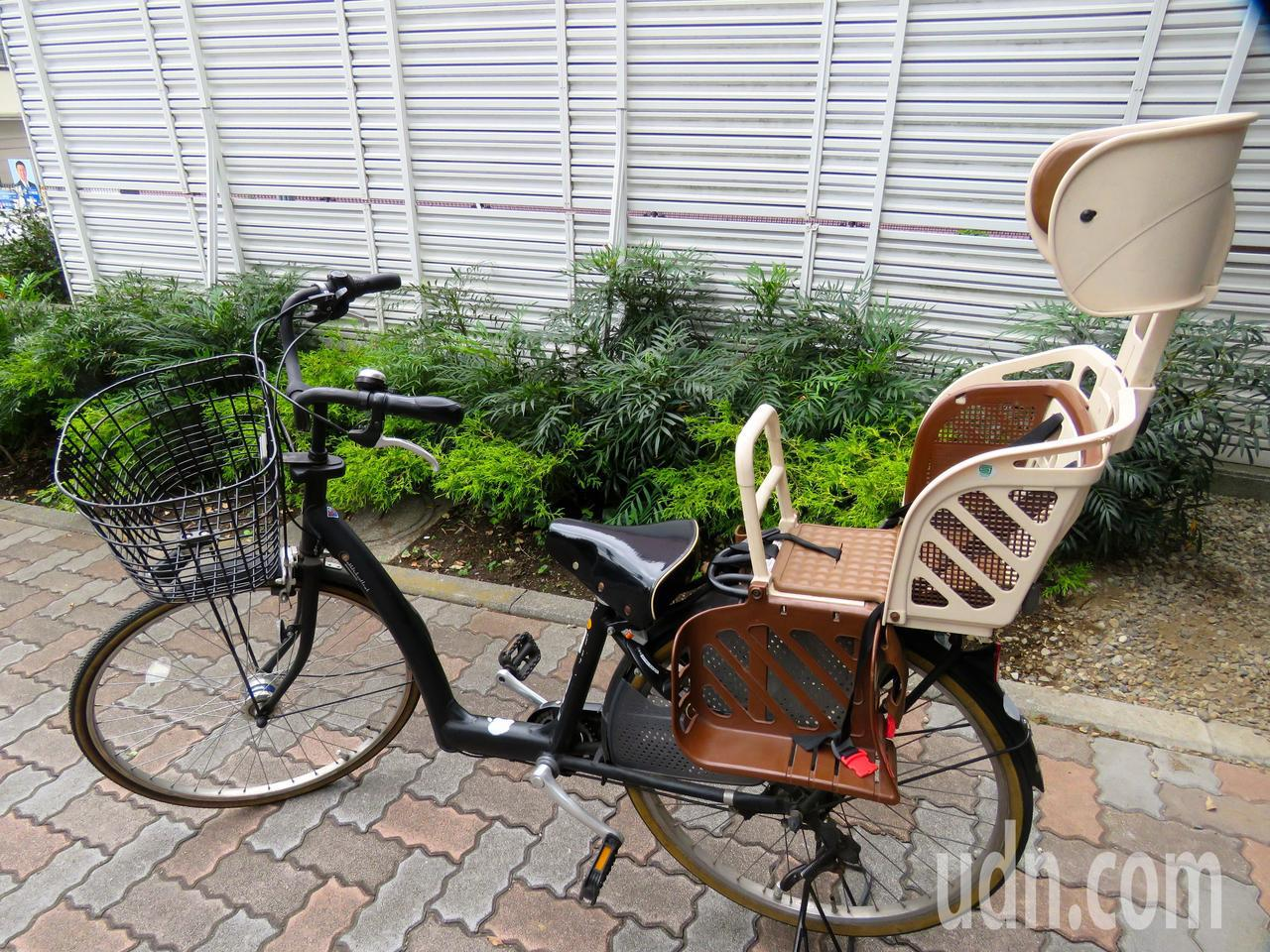 日本的自行車兒童座椅安全又舒適。記者雷光涵/攝影