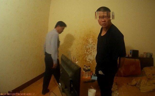 警方上門查緝,在屋內查獲毒品與吸食器。記者徐白櫻/翻攝