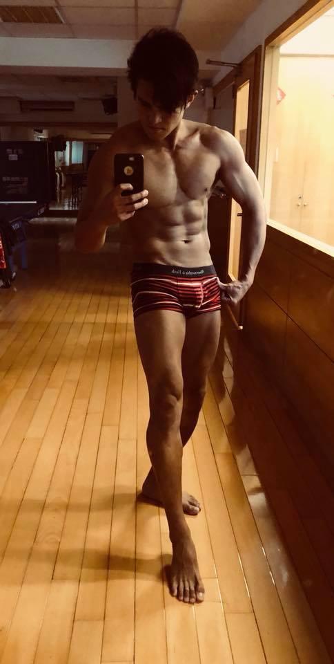 Terry日前大方公布健美身材。圖/摘自臉書