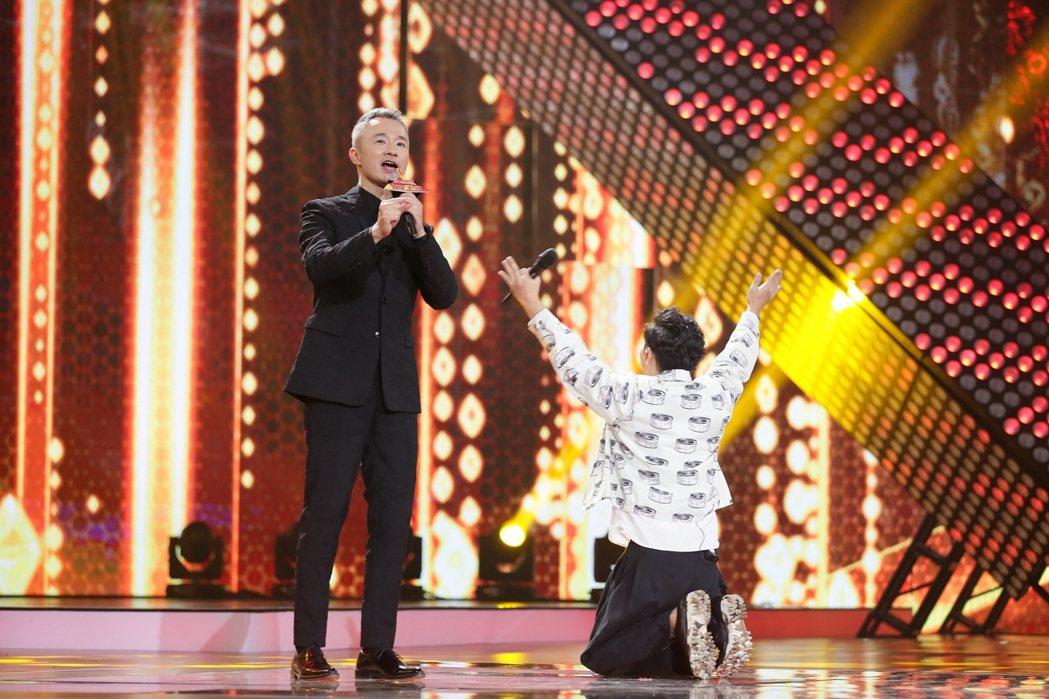 葉秉桓獲本季最高票數激動跪下。圖/解碼音樂提供