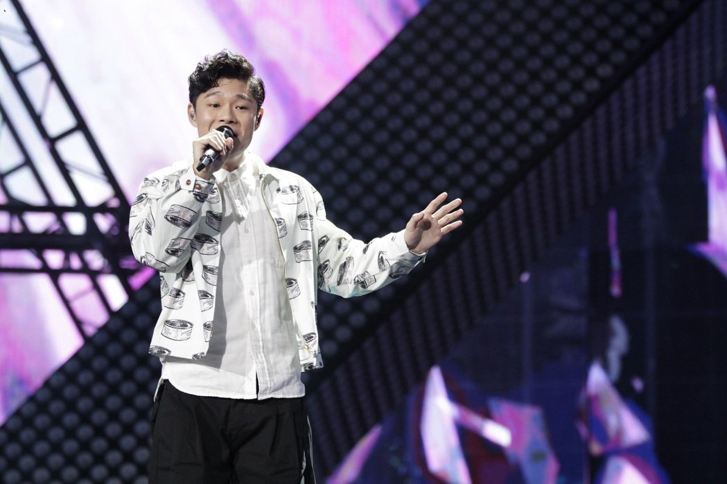 葉秉桓站上大陸節目「天籟之戰第二季」,演唱「小半」。圖/解碼音樂提供